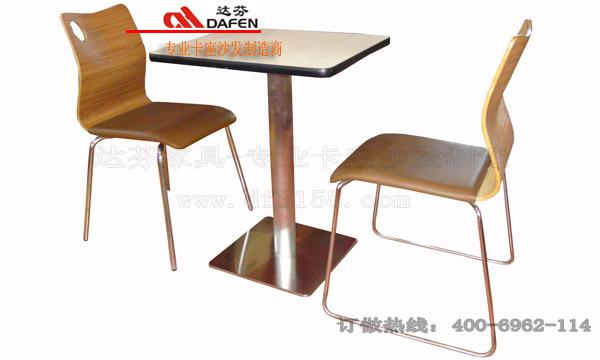 弧形转角处桌椅设计