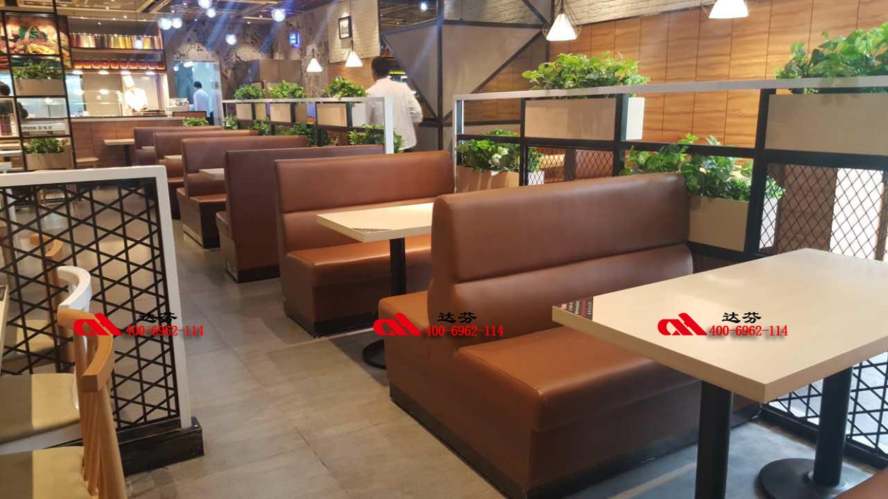 田园农舍风格为主题的餐厅装修设计:在空间外观进行植物装饰,大厅内