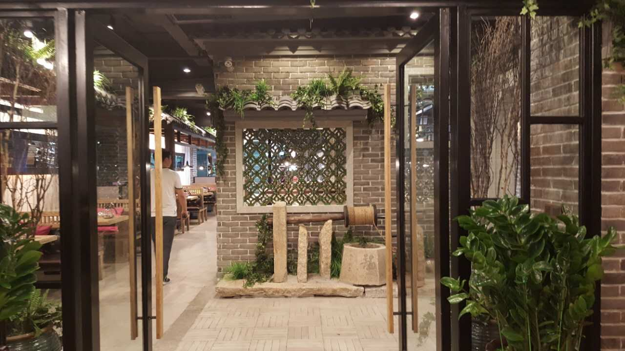 餐厅装修风格实木餐厅桌椅,工业风实木餐厅桌椅一下子