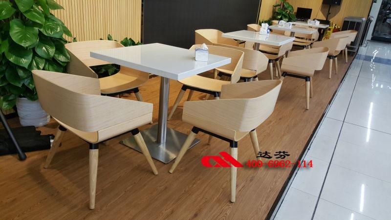 桌椅连锁品牌合作伙伴,美食连锁餐饮餐饮搜查cctv4员指定集团图片